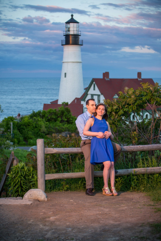 Maine engagement pictures at Fort Williams and portland head light lighthouse