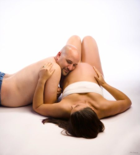 couple in maternity picture