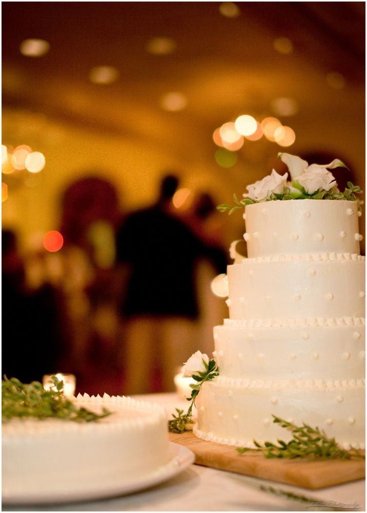 127 couple dance in front of cake