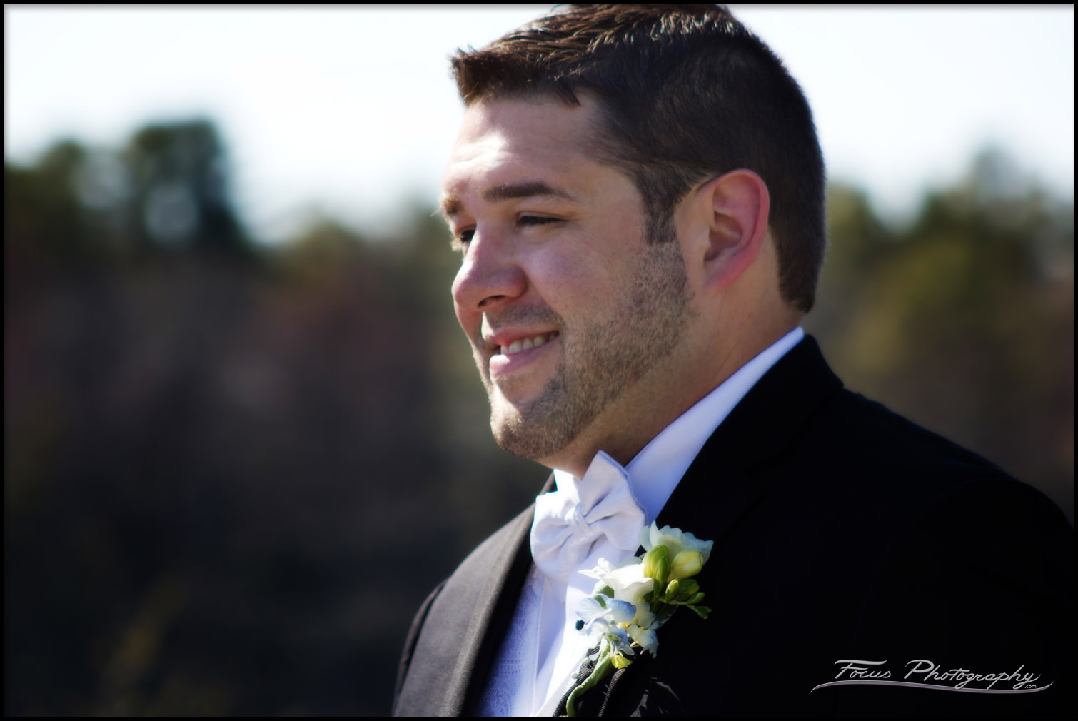 groom sees bride during ceremony