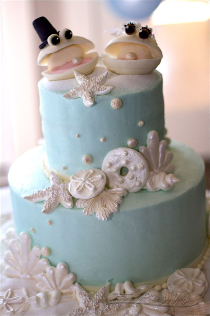 shells on wedding cake