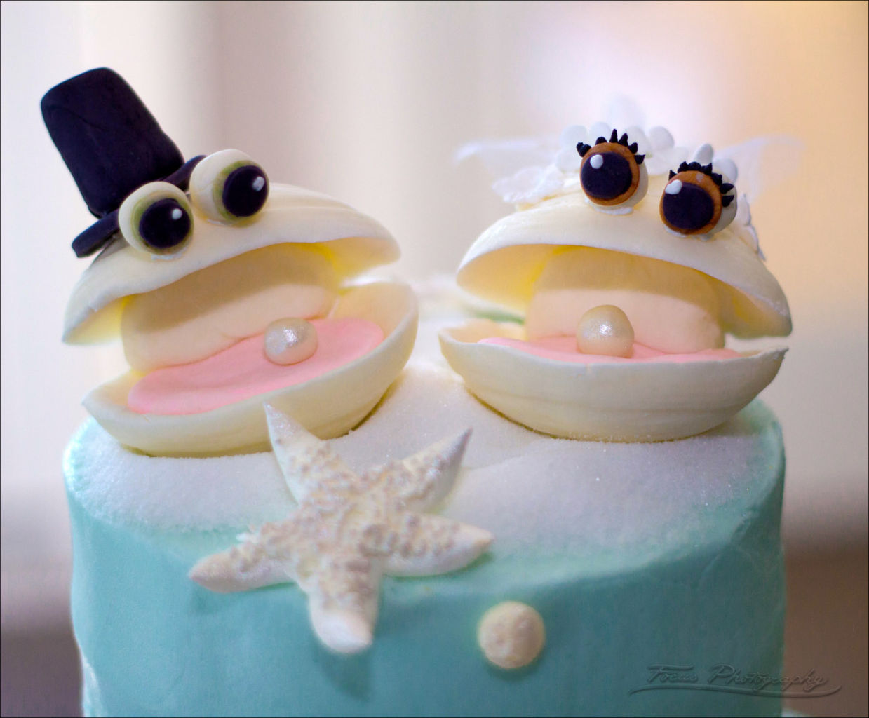 wedding cake toppers of bride and groom oysters with pearls in the shell