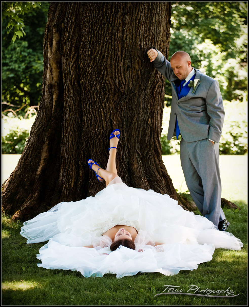 The bride's feet upon a tree