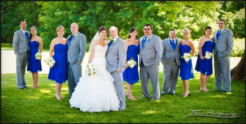 the complete bridal party at Maine wedding - photographers Will and Lucia of Focus