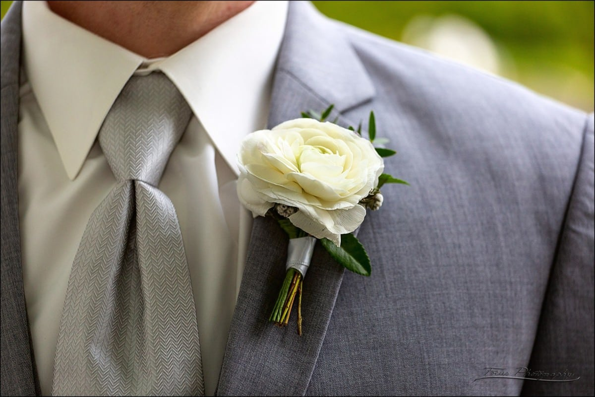 groom's flower boutonniere
