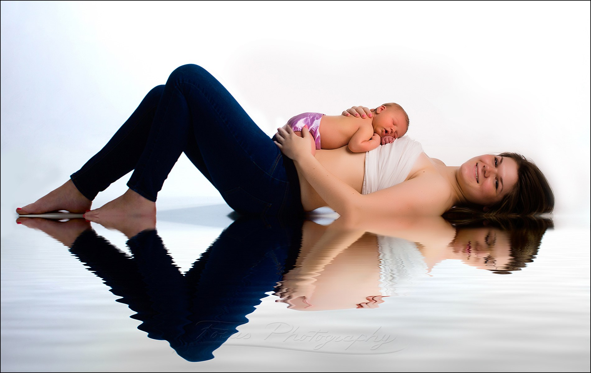 newborn photography and maternity pictures combined to crate a before/after image of pregnancy